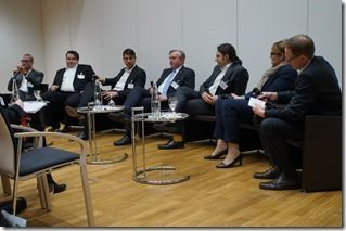 Expertenrunde mit Christoph Witte (Moderation), Axel Oppermann (Avispador), Marc Hoffer (Avepoint), Matthias Sommermann (Datev), Tolga Erdogan (Dimension Data) und Annette Rust (Avanade), Wolfgang Miedl (Moderation)