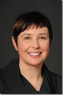 Viola Fischer-Weiss vor, die bei der neuen deutsche Filmgesellschaft mbH